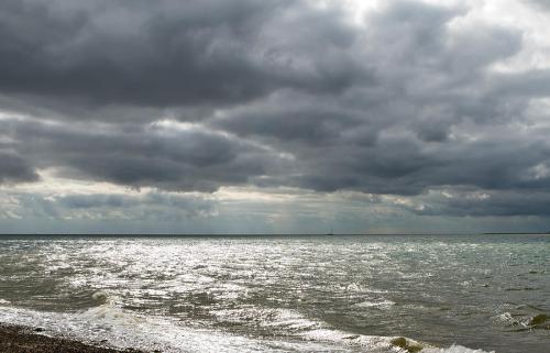 dark-gloomy-day-on-a-uk-beach-fizzy-image